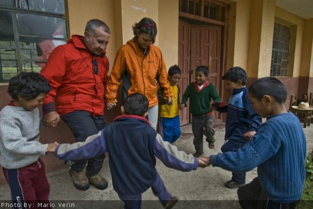 Kids playing at the Manchayhuayco school