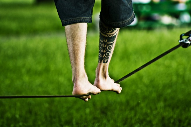 Best camping games: slacklining - Photo: Jakub Michankow