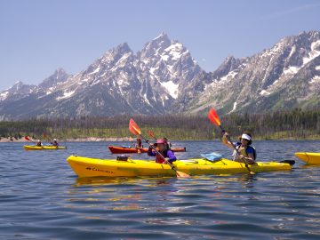 25 Unplugged Family Vacation Ideas | Jackson Lake Kayaking