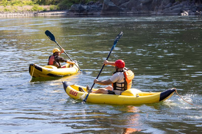 How to inflatable kayak on rivers